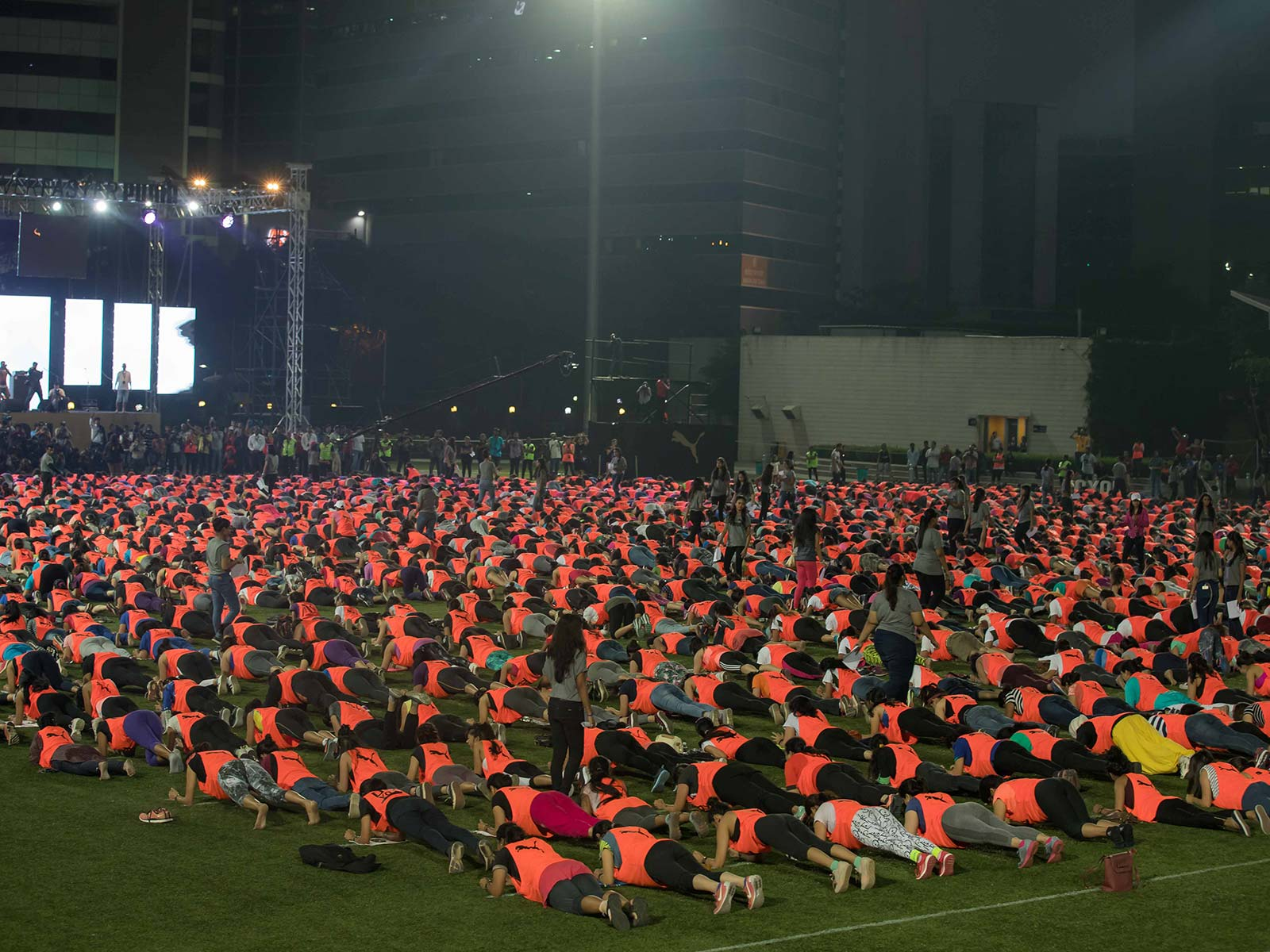 1623 women including the POPxo Team and Plixxo Bloggers successfully setting a new Guinness World Record for holding the abdominal plank simultaneously