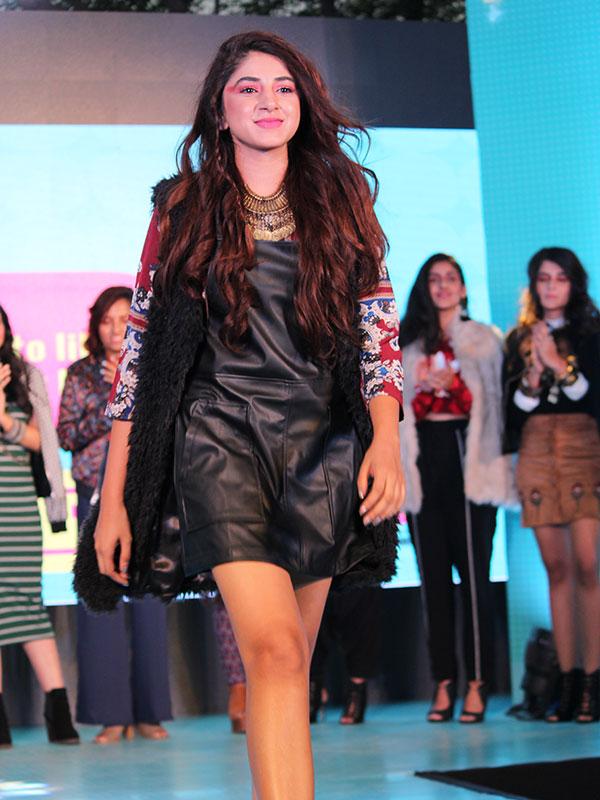 Aashna Shroff walks the ramp for Jabong at the POPxo Big Fab Fest held at Qla in Delhi